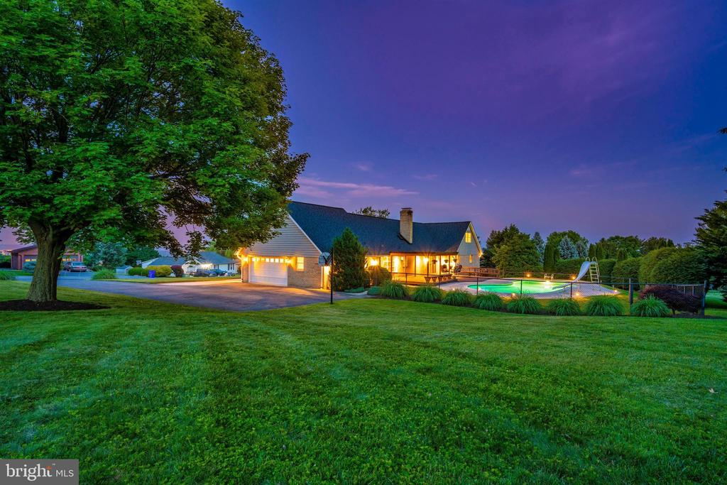 EVENING VIEW FROM SIDE YARD - 6914 SUMMERSWOOD DR, FREDERICK