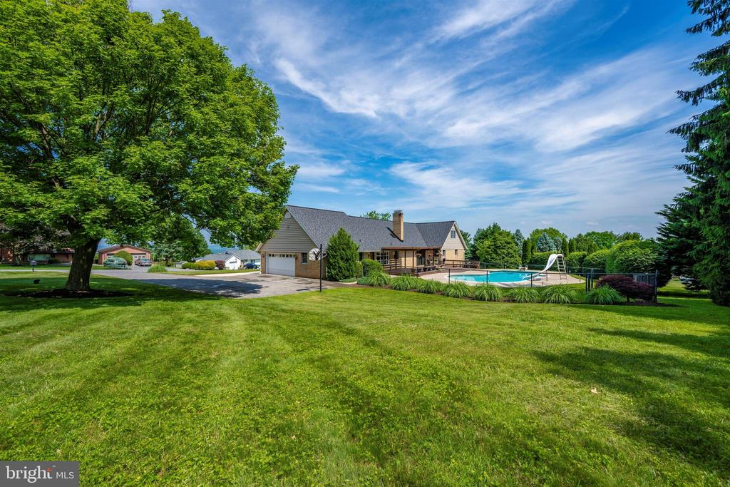 VIEWS FROM THE LARGE SIDE YARD - 6914 SUMMERSWOOD DR, FREDERICK