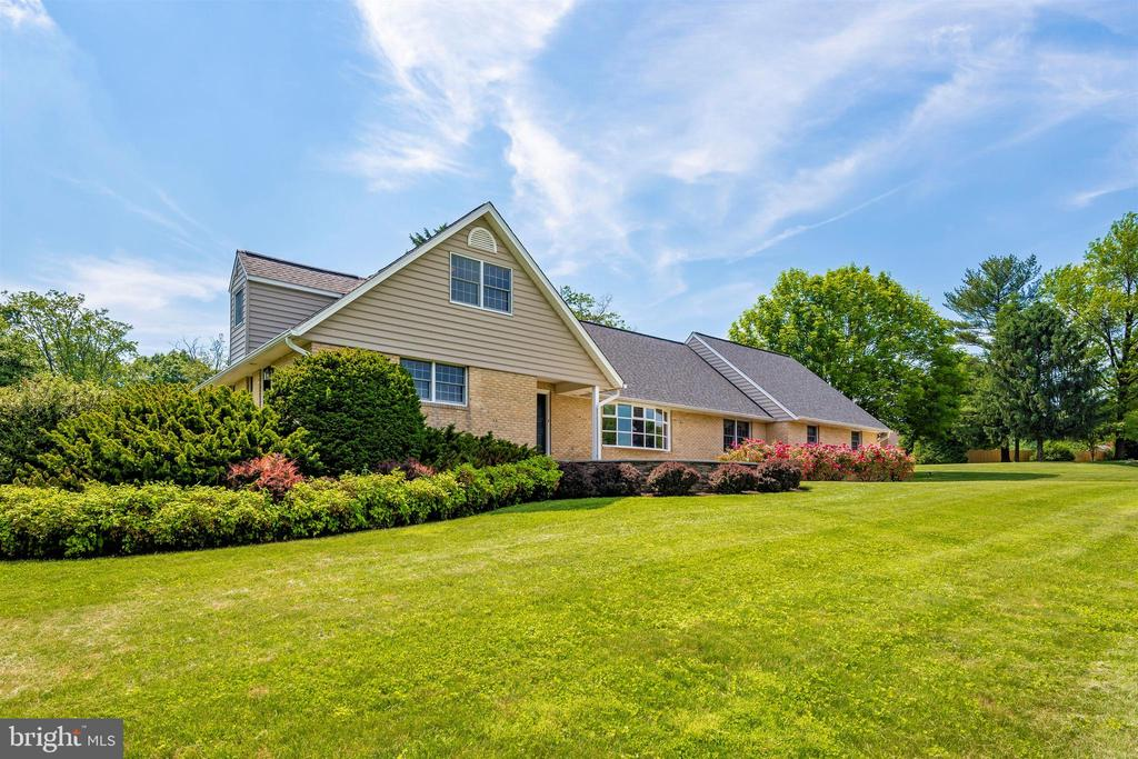 MATURE LANDSCAPING ON .95 ACRE CUL-DE-SAC LOT - 6914 SUMMERSWOOD DR, FREDERICK