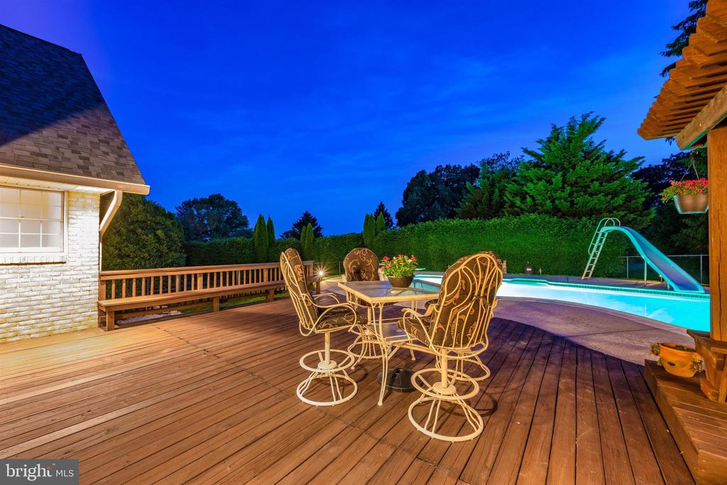 MATURE ARBORVITAE & BURNING BUSH GIVE PRIVACY - 6914 SUMMERSWOOD DR, FREDERICK