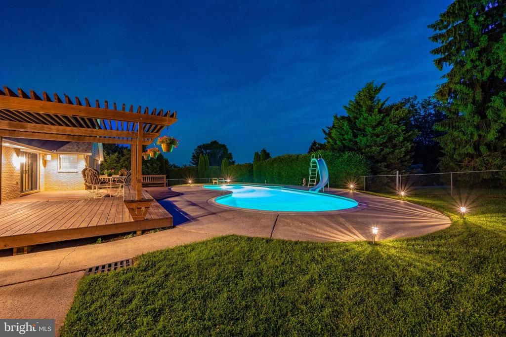 PERFECT OUTDOOR LIVING AREA - 6914 SUMMERSWOOD DR, FREDERICK