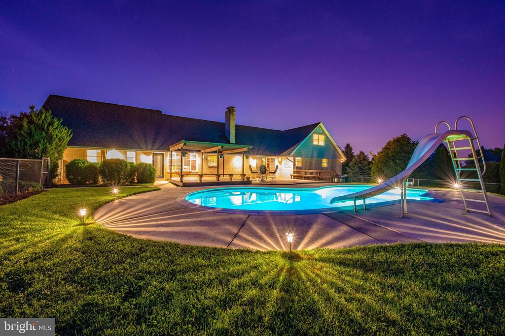 ENTERTAIN IN STYLE - 6914 SUMMERSWOOD DR, FREDERICK
