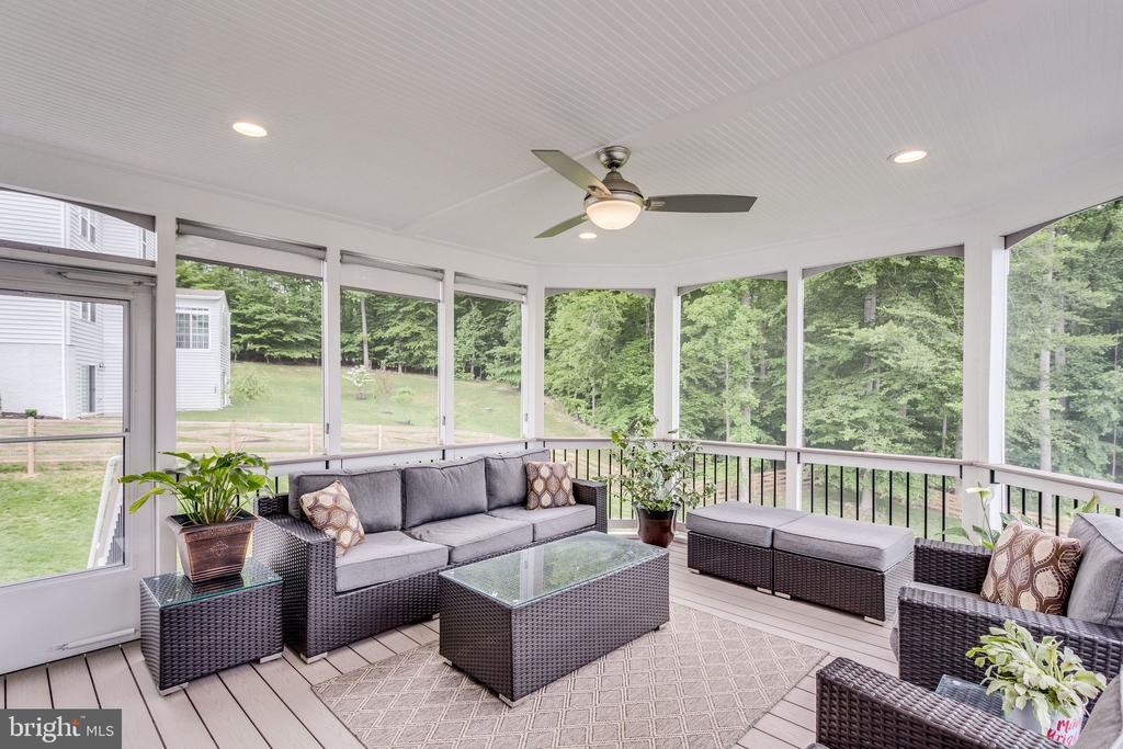 Screened-in Porch Has Blinds & Access Out to Deck - 41684 WAKEHURST PL, LEESBURG