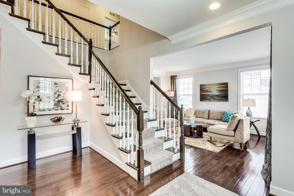 Welcoming Foyer into Living and Dining Room - 41684 WAKEHURST PL, LEESBURG