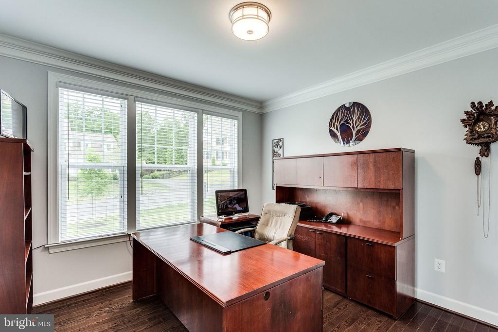 Main Level Office - 41684 WAKEHURST PL, LEESBURG