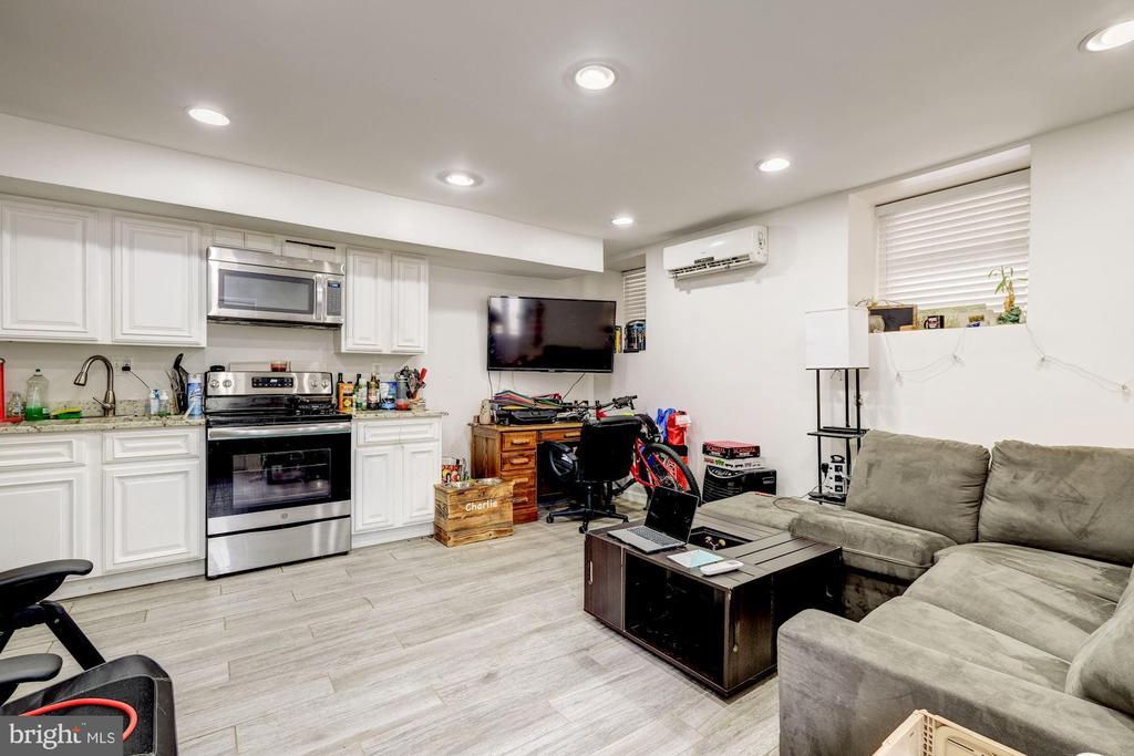 Rental unit B living - 2301 1ST ST NW, WASHINGTON
