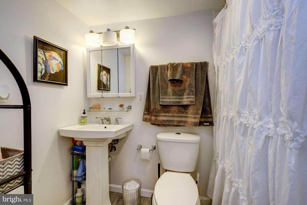 Rental unit A bathroom - 2301 1ST ST NW, WASHINGTON