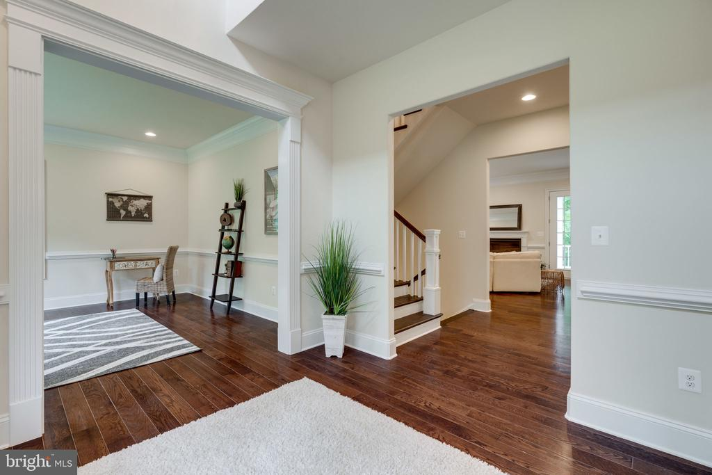 Inviting 2-Story Entry - 8506 SHADEWAY PL, SPRINGFIELD