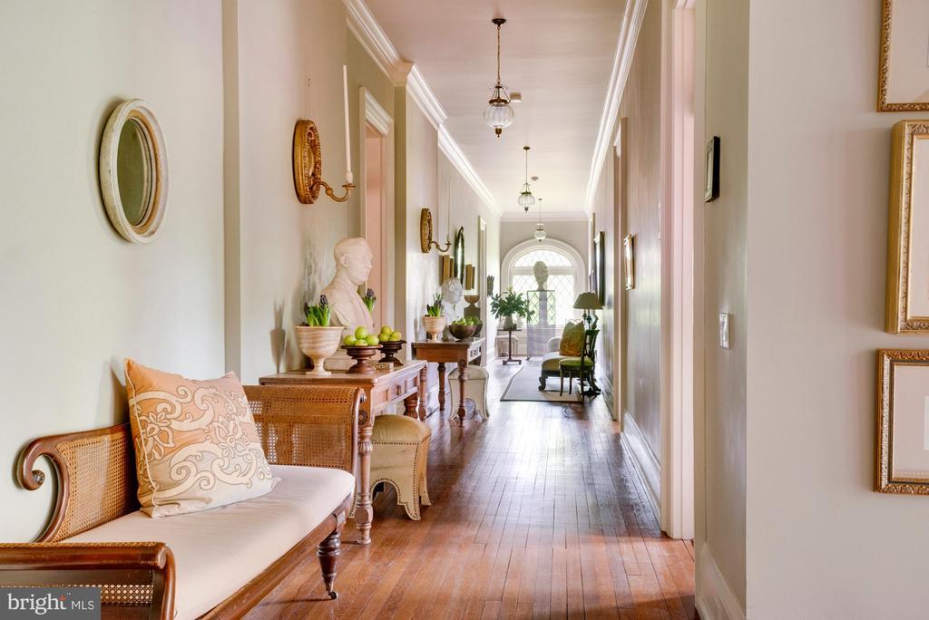 Second floor hallway - 8394 ELWAY LN, WARRENTON