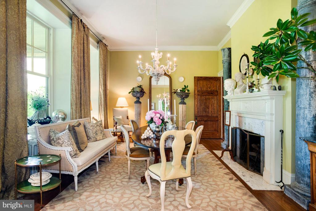 Formal dining room - 8394 ELWAY LN, WARRENTON
