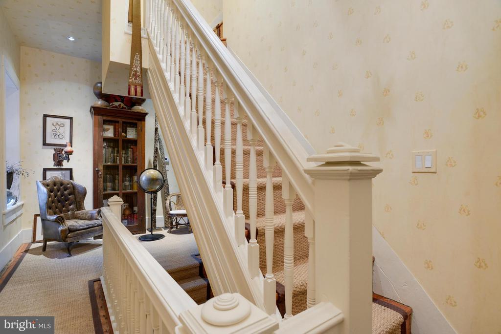 Back stairway - 8394 ELWAY LN, WARRENTON
