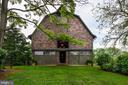 Restored barn with stalls and stunning loft - 8394 ELWAY LN, WARRENTON