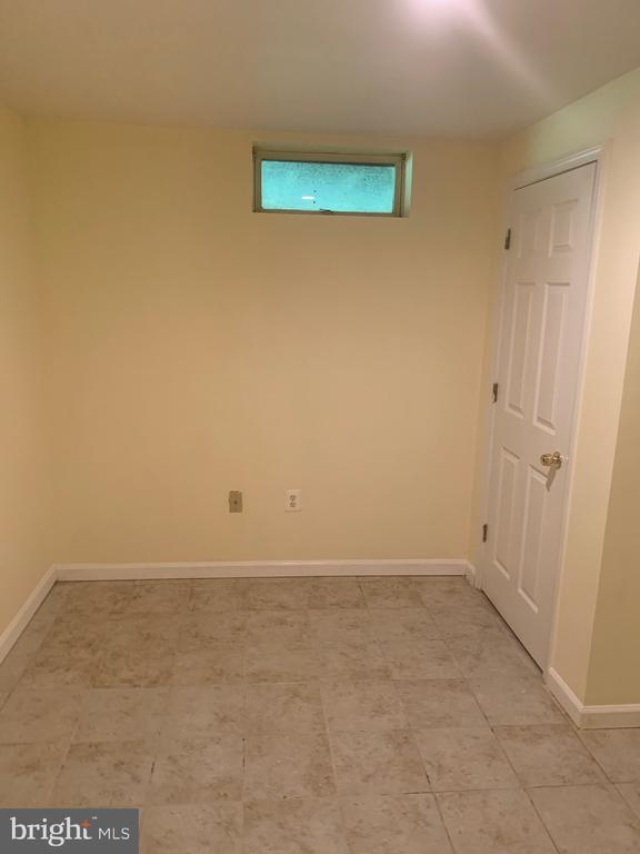 Separate flex room in basement (1/2) - 4111 SWISS STONE DR, BURTONSVILLE