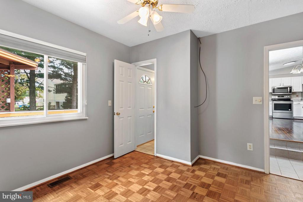4TH BEDROOM W/ATTACHED FULL BATH - 13008 ROCK SPRAY CT, HERNDON