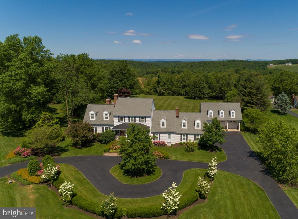 Welcome to 3842 Mount Airy Drive in Airy Estates - 3842 MOUNT AIRY DR, MOUNT AIRY
