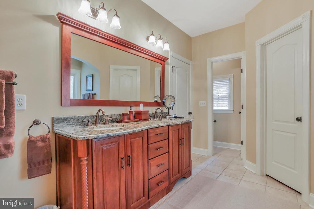 Vanity with double sinks - 92 EARLE RD, CHARLES TOWN
