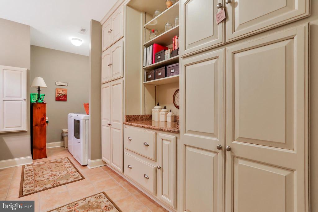 Laundry and Mud Room - 92 EARLE RD, CHARLES TOWN