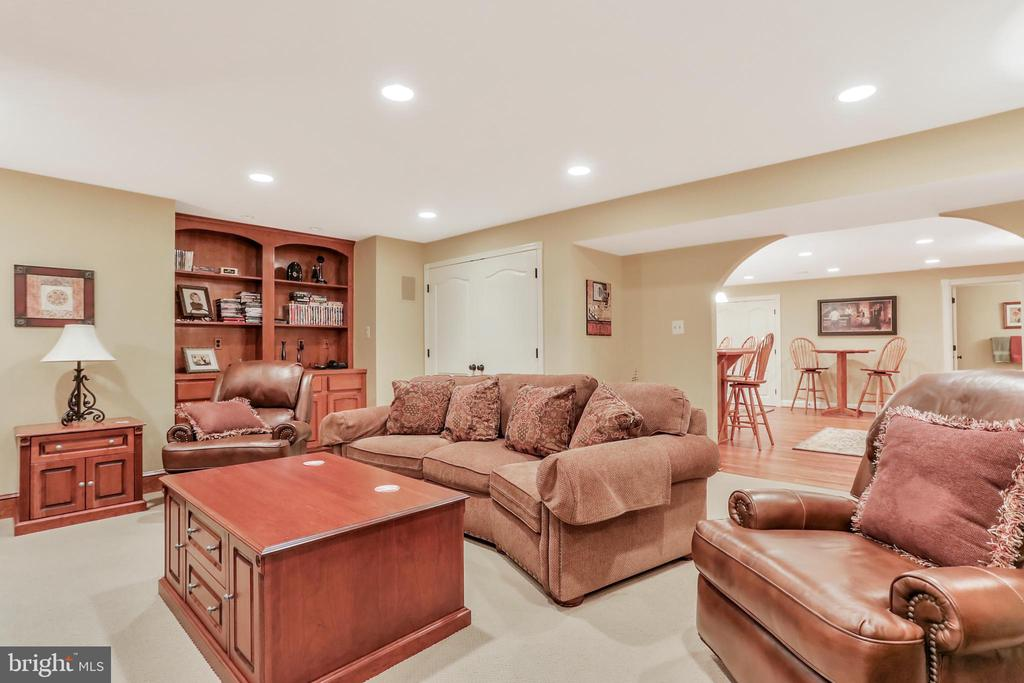 Entertainment room with recessed lighting - 92 EARLE RD, CHARLES TOWN