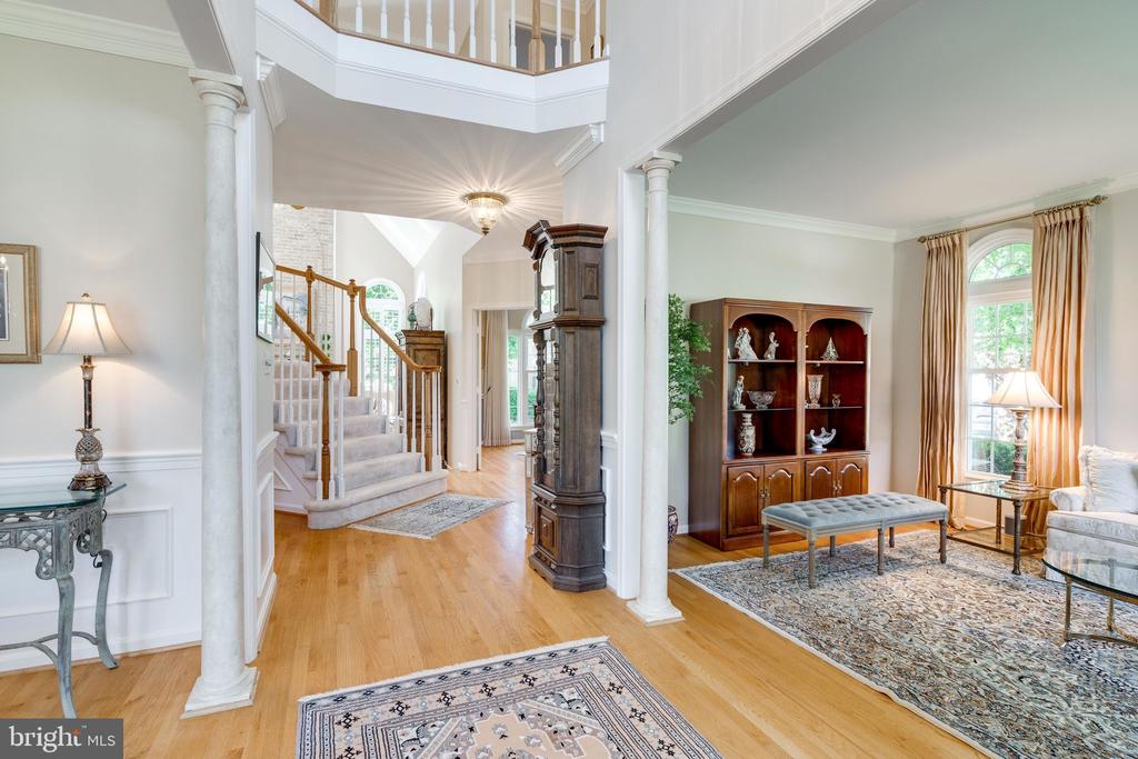 Foyer with Vaulted Ceiling - 8523 SILVERVIEW DR, LORTON