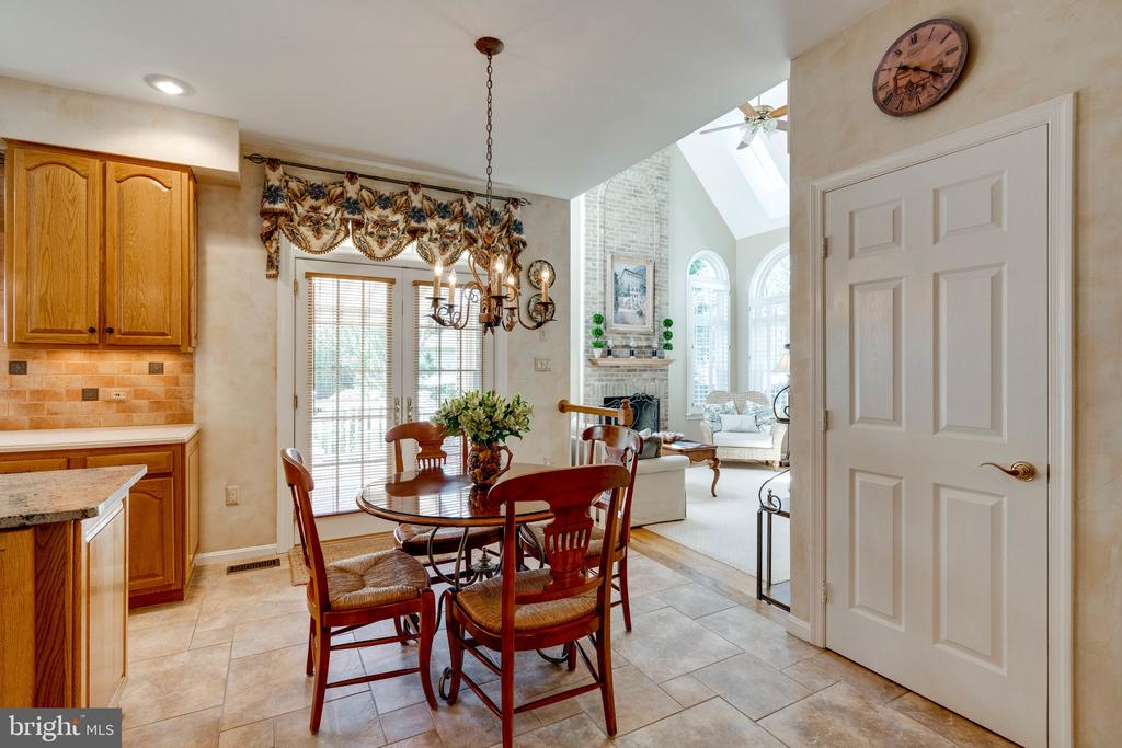 Breakfast Nook & Butler's Pantry - 8523 SILVERVIEW DR, LORTON