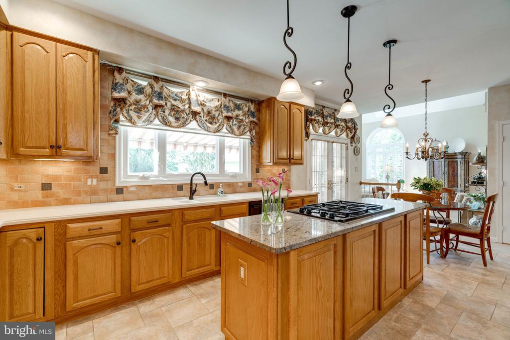 Kitchen with Natural Lighting & view of Backyard - 8523 SILVERVIEW DR, LORTON