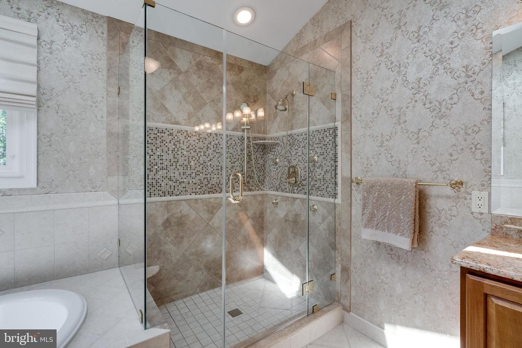Master Bath Shower Stall - 8523 SILVERVIEW DR, LORTON