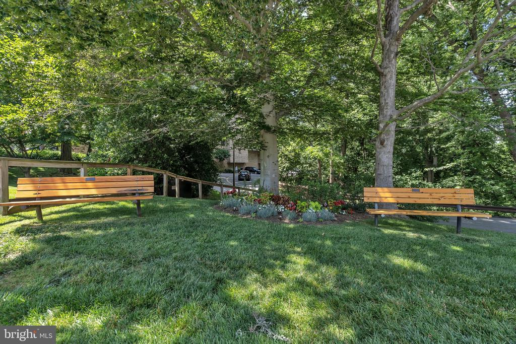 Beautifully landscaped grounds, walking trails... - 5903 MOUNT EAGLE DR #610, ALEXANDRIA