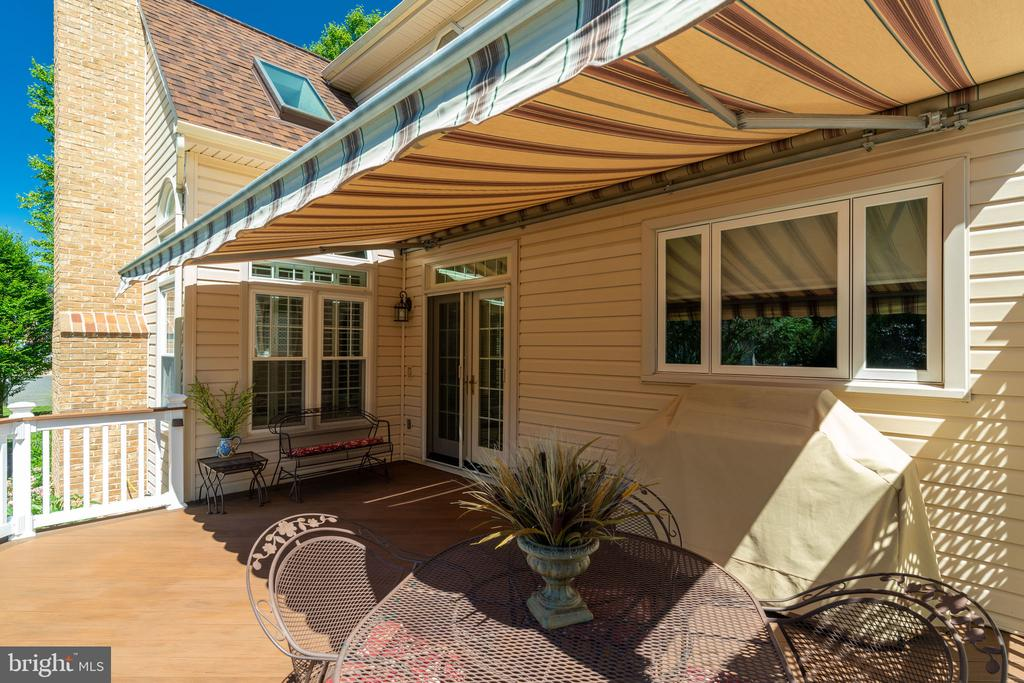 Deck off of Kitchen with Retractable Awning - 8523 SILVERVIEW DR, LORTON