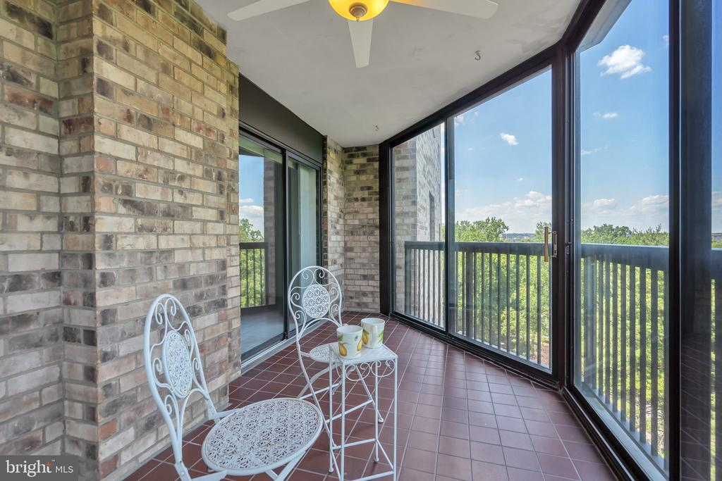 Heated ceiling fan lets you enjoy all year long! - 5903 MOUNT EAGLE DR #610, ALEXANDRIA