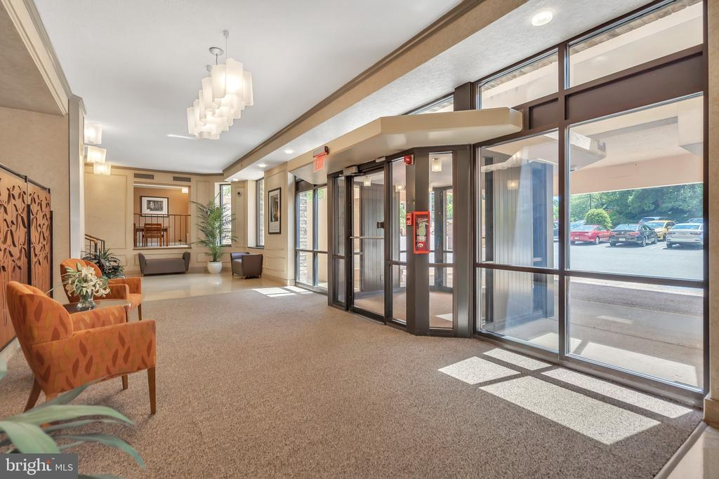 Beautiful welcoming lobby! - 5903 MOUNT EAGLE DR #610, ALEXANDRIA