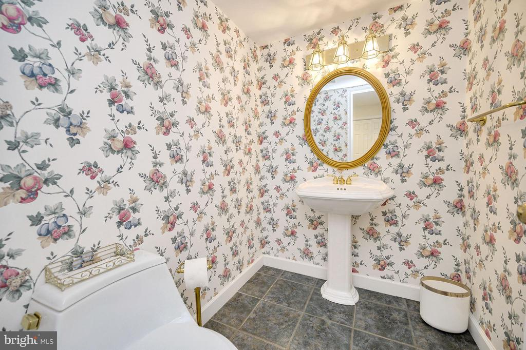 Powder Room - 124 BIRCHSIDE CIR, LOCUST GROVE
