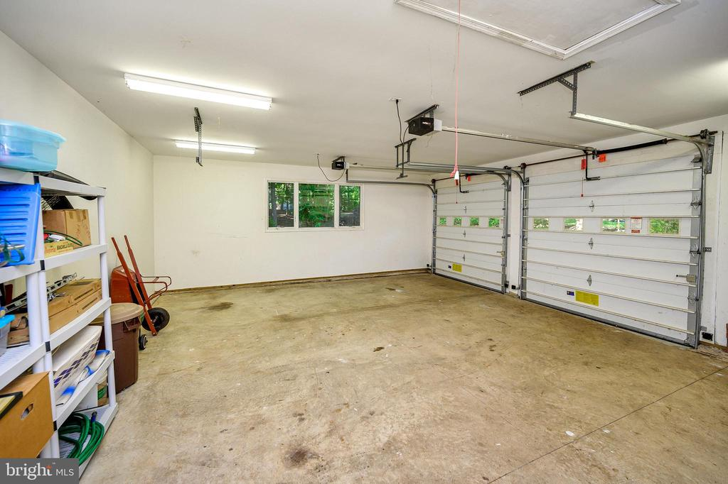 2 Car/boat garage & workshop - 124 BIRCHSIDE CIR, LOCUST GROVE