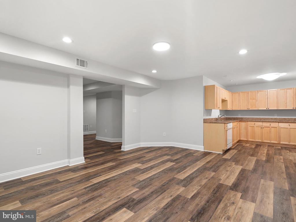 Billard Room open To Kitchen - 13716 SAFE HARBOR CT, ROCKVILLE