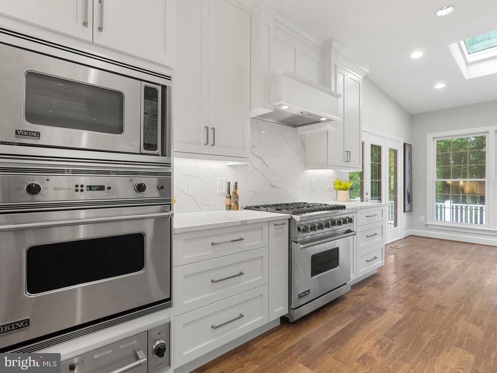 State of the Art Kitchen w/ Viking Appliances - 13716 SAFE HARBOR CT, ROCKVILLE