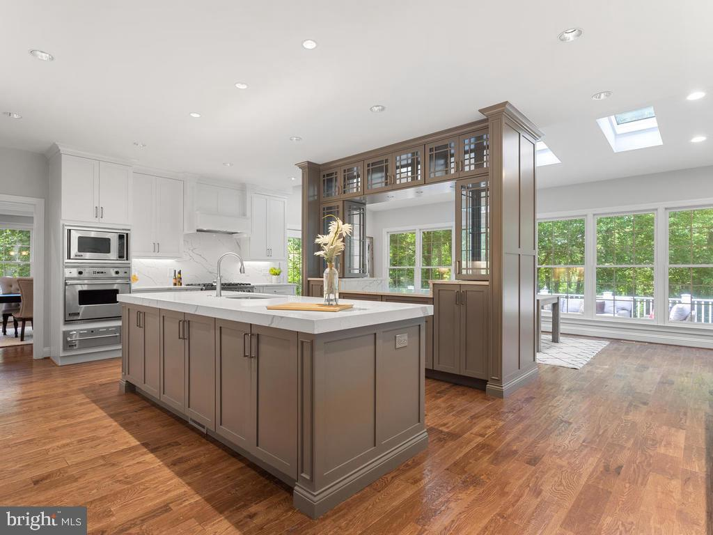 Chef Inspired Kitchen with Several Prep Stations - 13716 SAFE HARBOR CT, ROCKVILLE