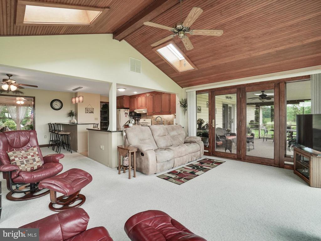 Family Room to Die For!! - 1719 GREENFIELD RD, ADAMSTOWN