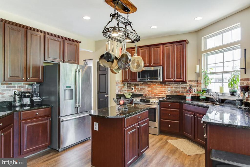Love this kitchen! - 55 POTTERFIELD DR, LOVETTSVILLE