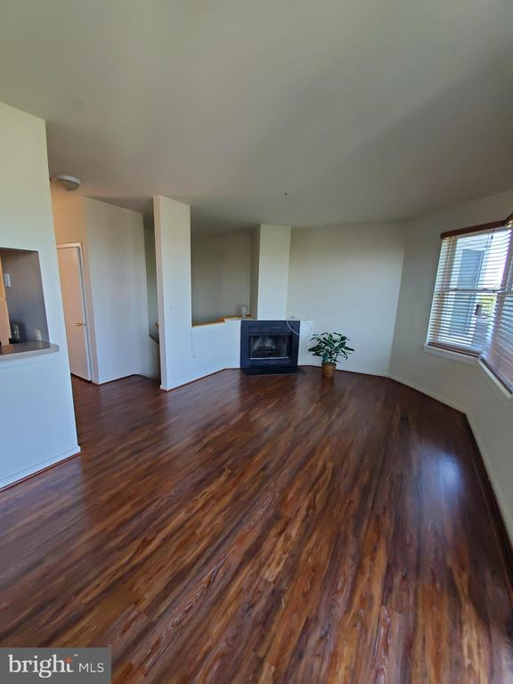 LIVING ROOM WITH WOOD BURNING FIREPLACE - 301 S REYNOLDS ST #601, ALEXANDRIA