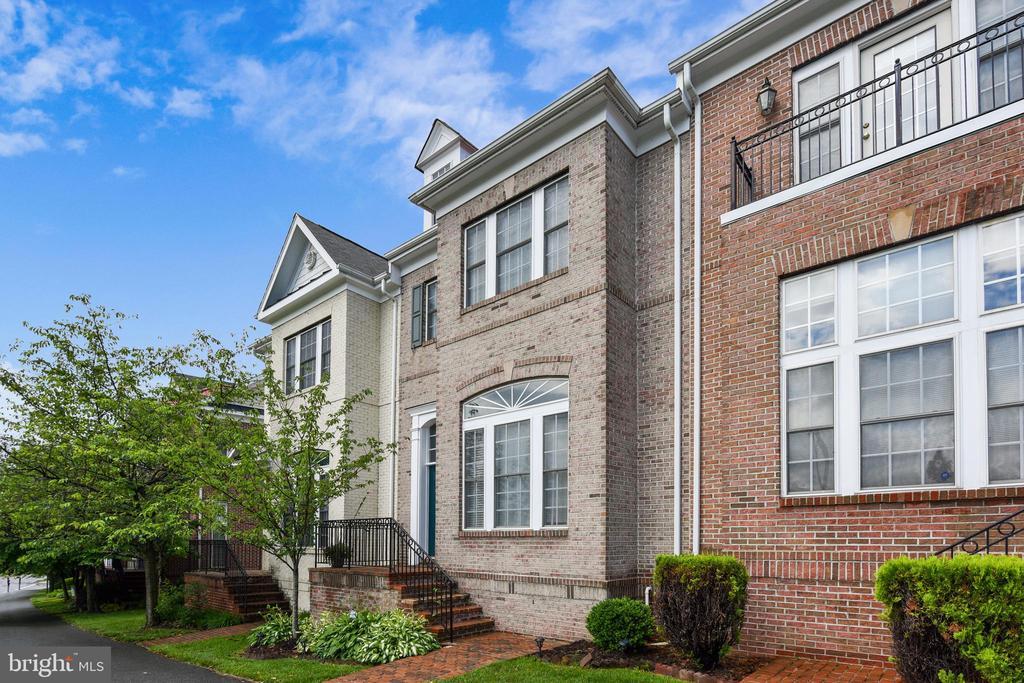 Lovely Home - 1216 GAITHER RD, ROCKVILLE