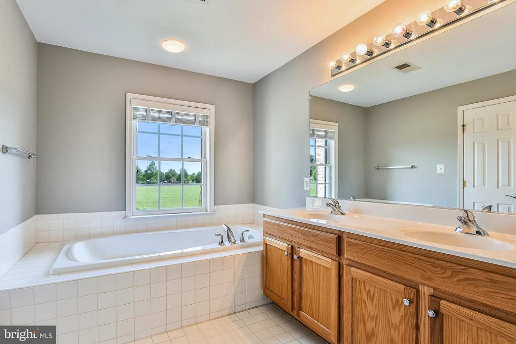 Master Bathroom with Soaking Tub & Sep Shower - 1216 GAITHER RD, ROCKVILLE