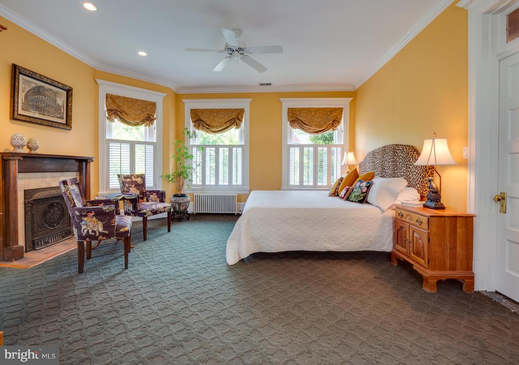 Master Bedroom with Decorative Fireplace - 712 E CAPITOL ST NE, WASHINGTON