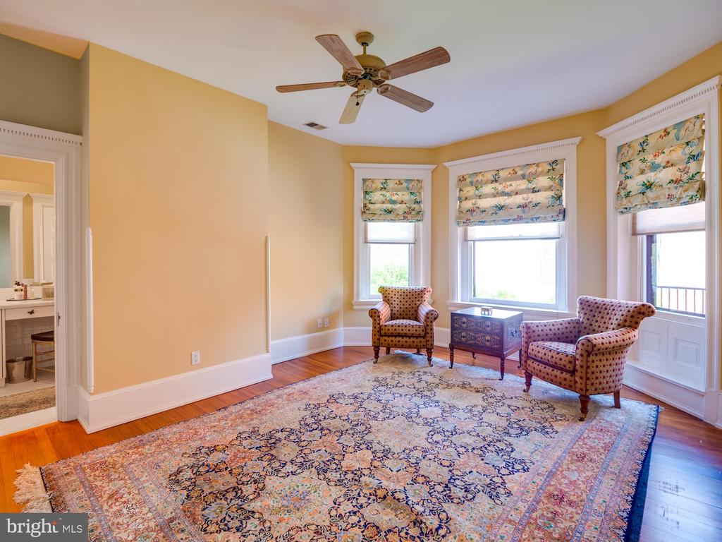 Middle Bedroom with Direct Access to Hall Bathroom - 712 E CAPITOL ST NE, WASHINGTON