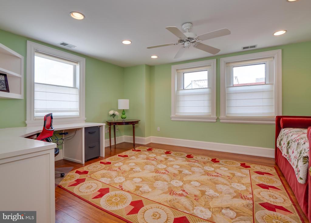 Rear Bedroom / Office on Third Floor - 712 E CAPITOL ST NE, WASHINGTON