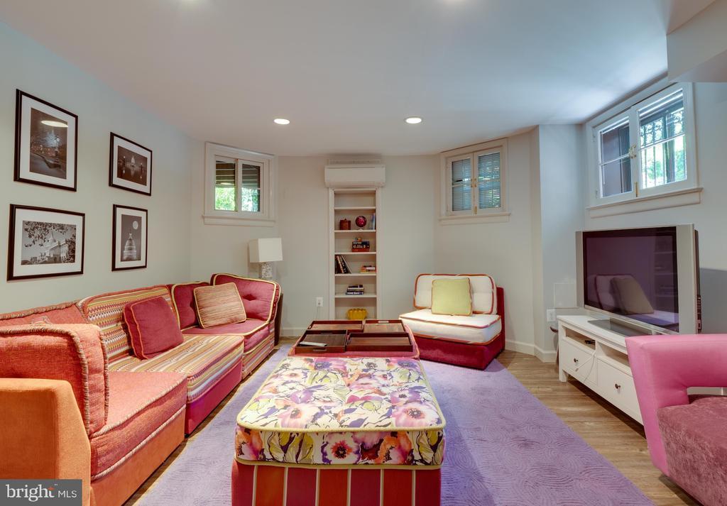 In-law Suite Living Room - 712 E CAPITOL ST NE, WASHINGTON