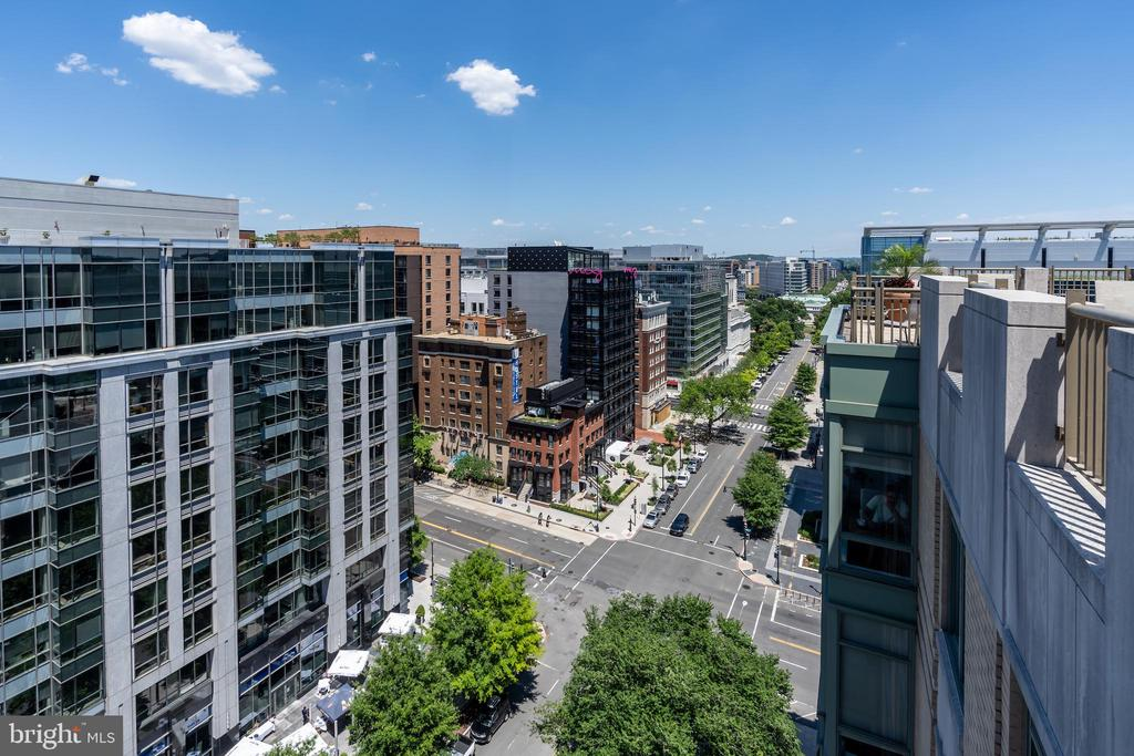 Roof deck offers 360* views - 1150 K ST NW #411, WASHINGTON