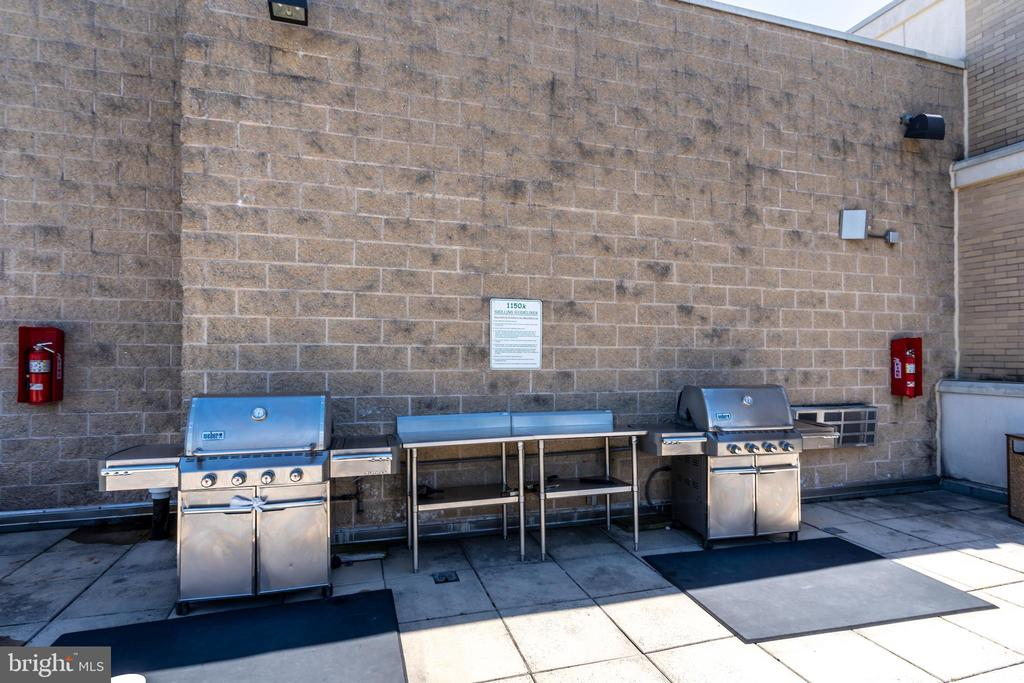 Grills available for use - 1150 K ST NW #411, WASHINGTON