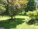 Side yard - 5825 BROOKVIEW DR, ALEXANDRIA