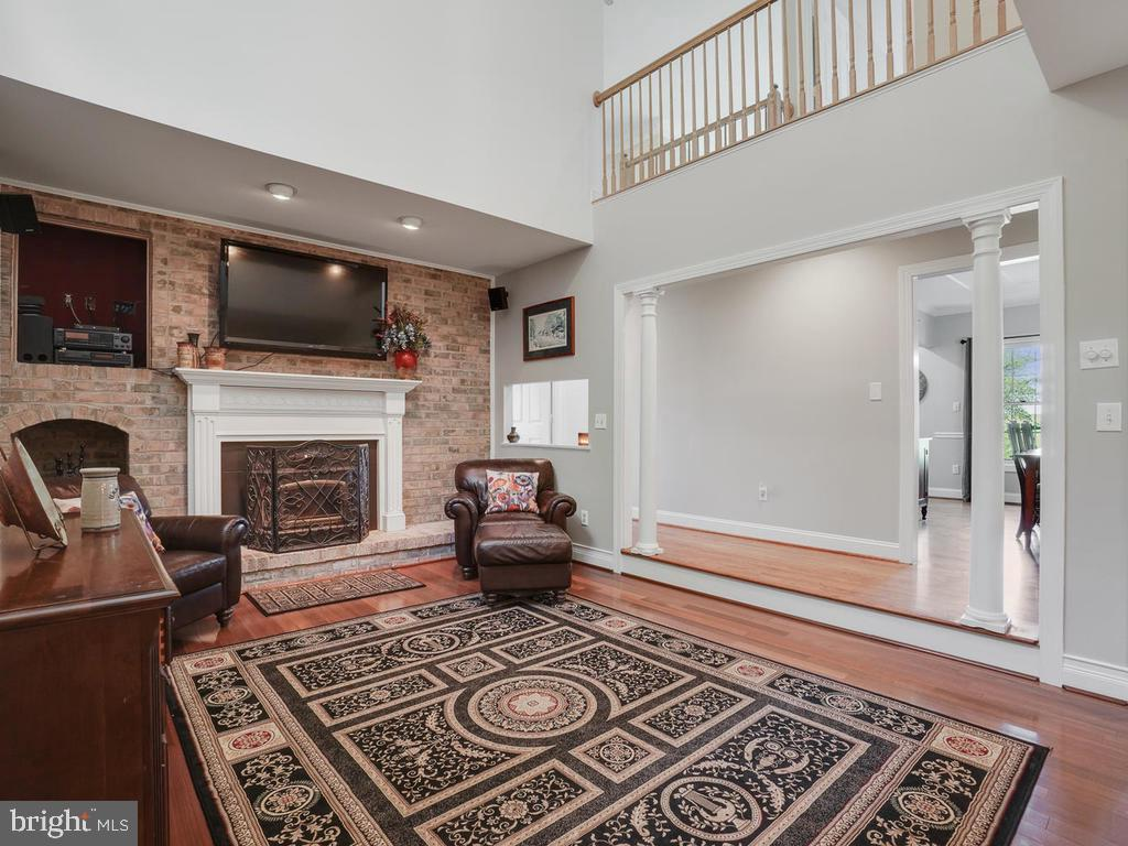 2 story family room with overlook - 11701 FAIRMONT PL, IJAMSVILLE
