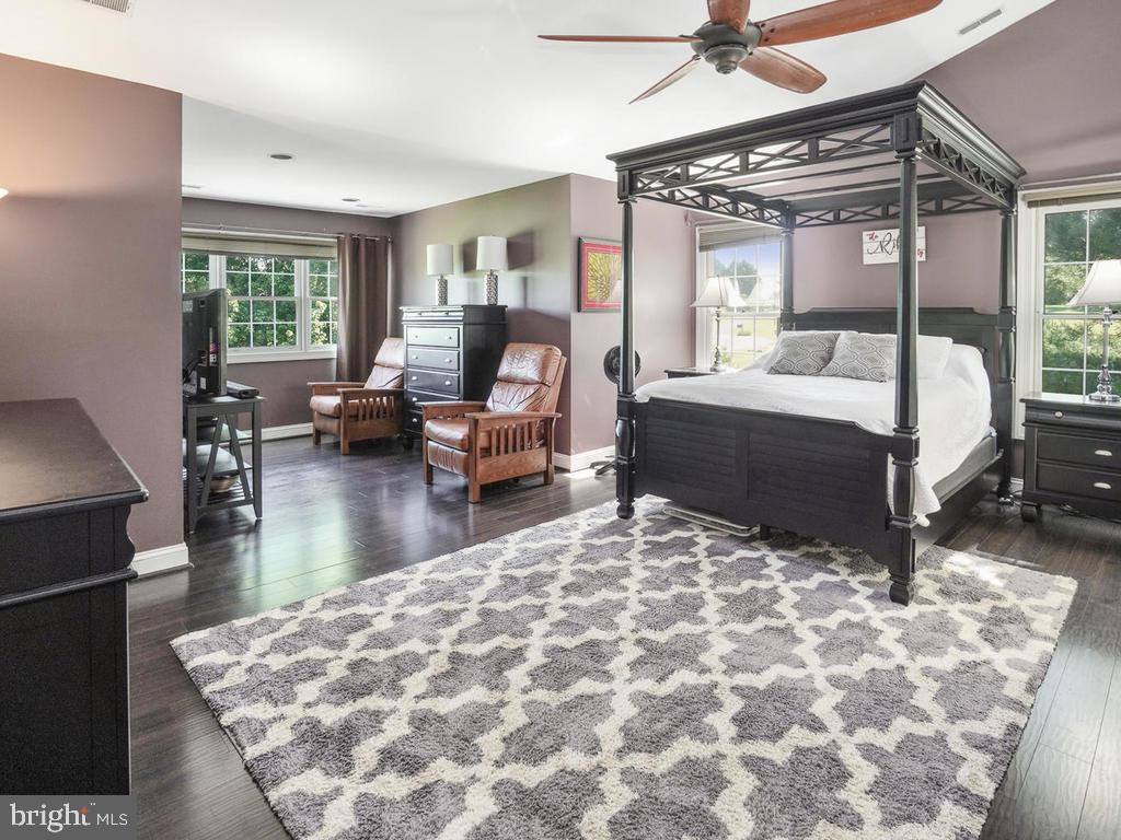 Oversized master bedroom - 11701 FAIRMONT PL, IJAMSVILLE