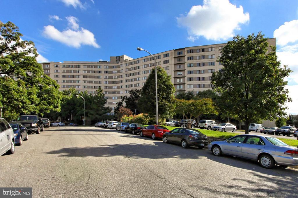 Prospect House - On-Street Parking Available - 1200 N NASH ST #1148, ARLINGTON
